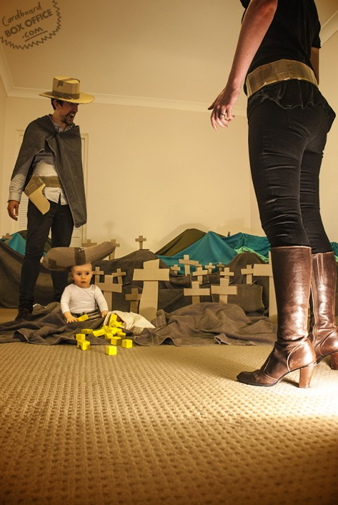 padres que recrean escenas de pelis con su bebe el bueno el feo y el malo