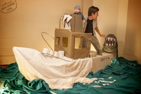 padres que recrean escenas de pelis con su bebe tiburon