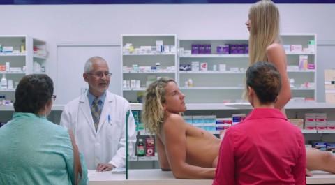 el anuncio de condones que censuraron en australia02