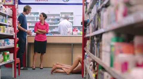 el anuncio de condones que censuraron en australia03