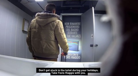 encierran a pasajeros en los baños de un aeropuerto mis gafas de pasta