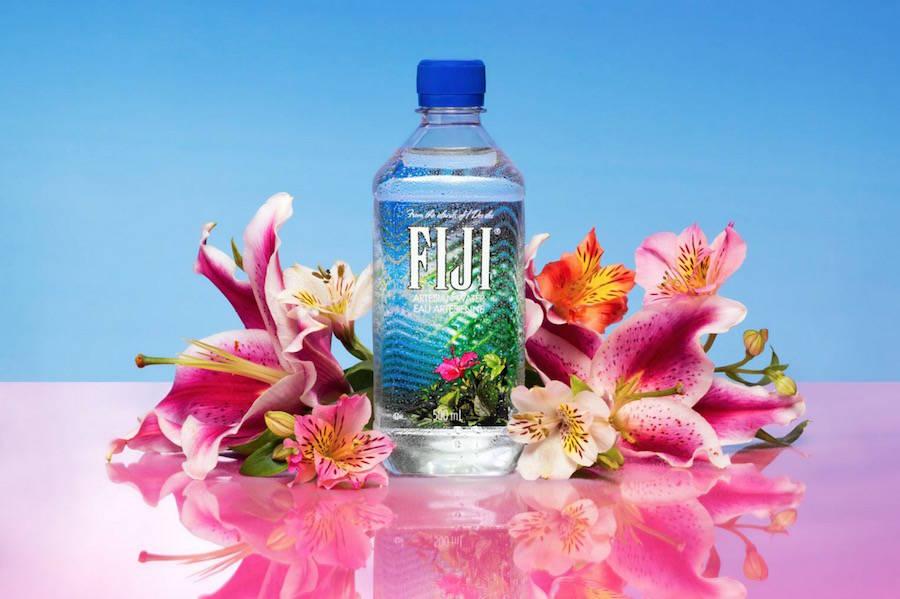 las fotografías coloristas de aleksandra kingo molan. botella de agua fiji