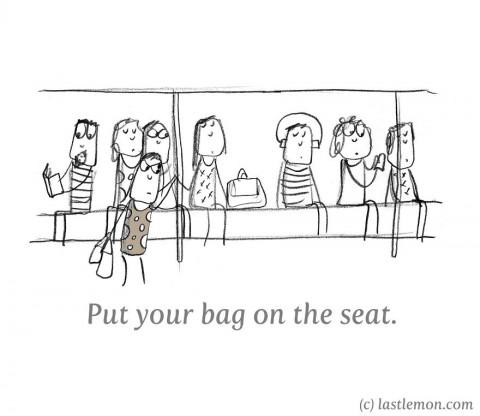 20 maneras insoportables de molestar a todo el mundo. poner tu bolso en el asiento