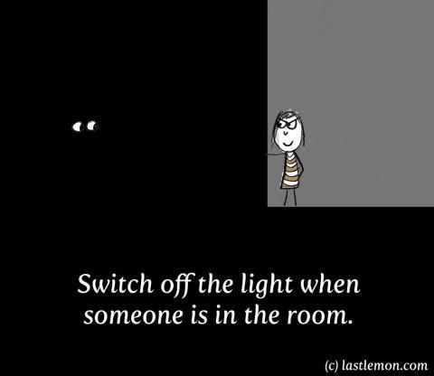 20 maneras insoportables de molestar a todo el mundo. apagar la luz cuando hay alguien dentro