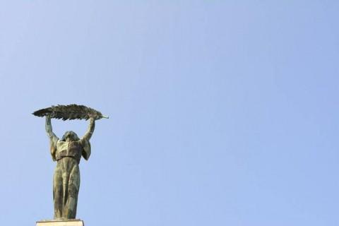 monumentos minimalistas. estatua de la libertad