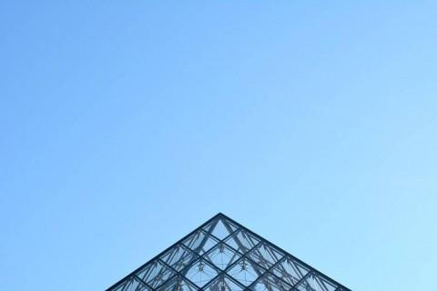 monumentos minimalistas. louvre