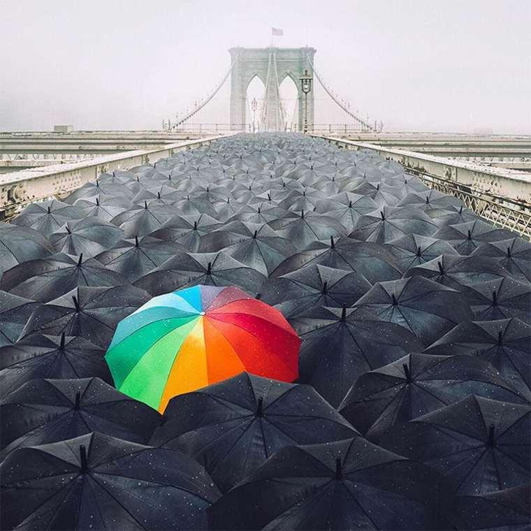 las fotazas de rober jahns. paraguas hacia el puente de brooklyn