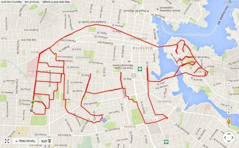 stephen lund hace un mapache gps mientras va en bici