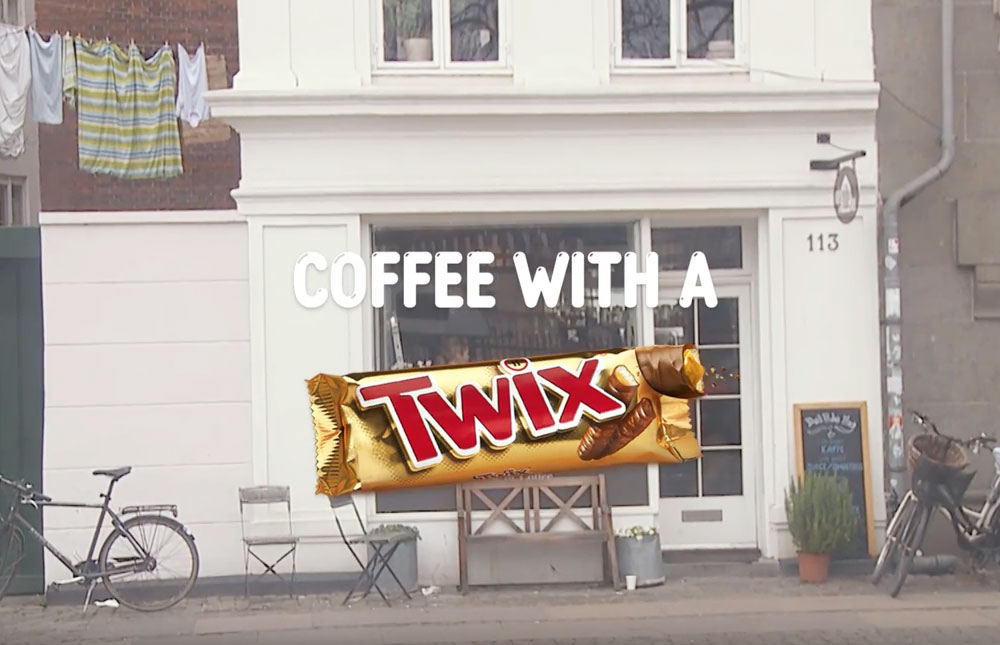 coffee with a twix. captura. mis gafas de pasta