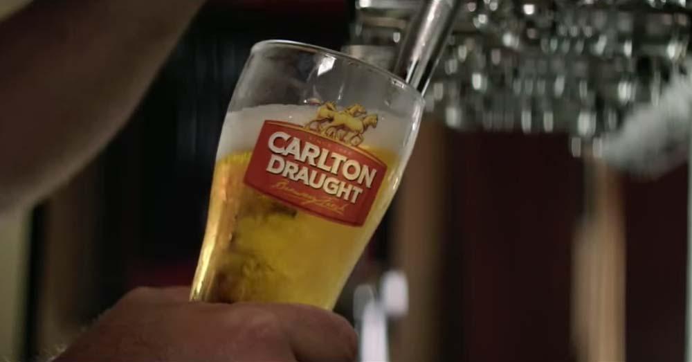 carlton draught anuncio cerveza persecucion policiaca mis gafas de pasta02