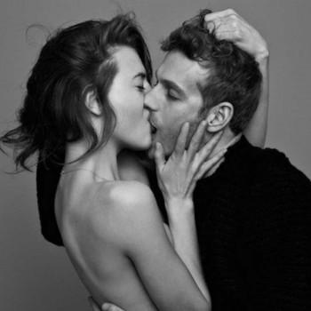 Beber de tu boca Ben-lamberty-parejas-besandose-mis-gafas-de-pasta-destacado-350x350-1484200769