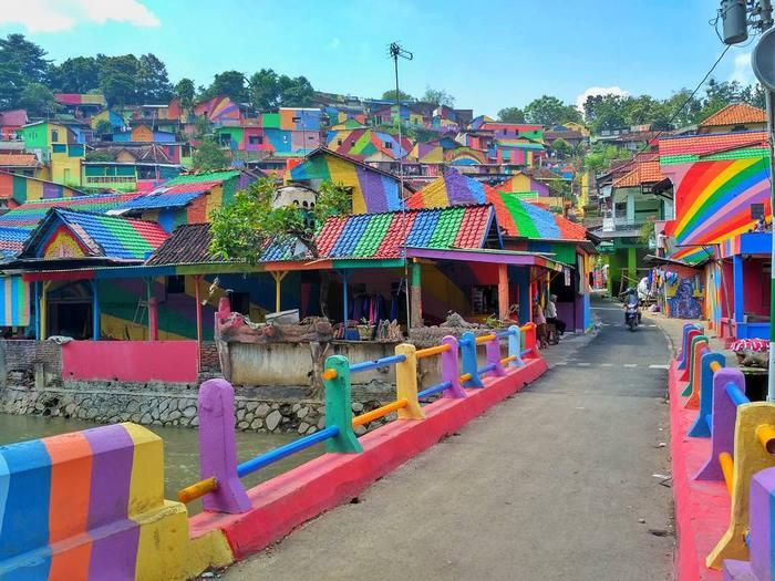 ciudad arco iris kampung pelangi indonesia mis gafas de pasta02