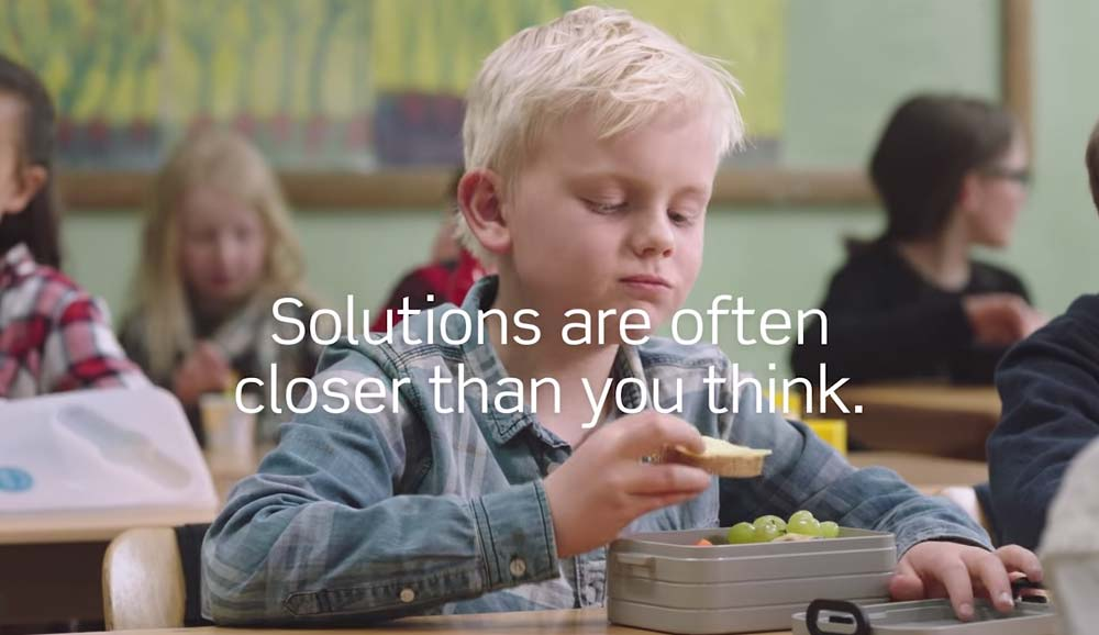 anuncio noruego foster homes mis gafas de pasta02