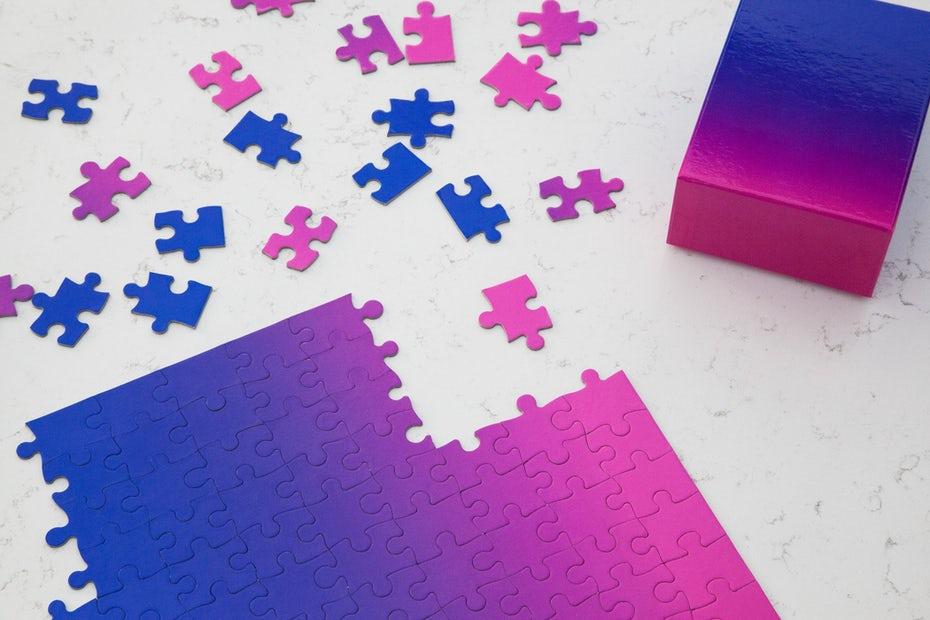 regalo número 2. un puzle con un degradado de rosa a morado